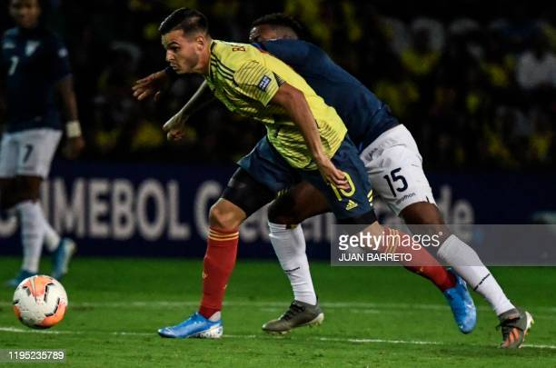Colombian midfielder Nicolas Benedetti and Ecuadorean defender Gustavo Cortez vie for the ball during their Under23 South American PreOlympic...