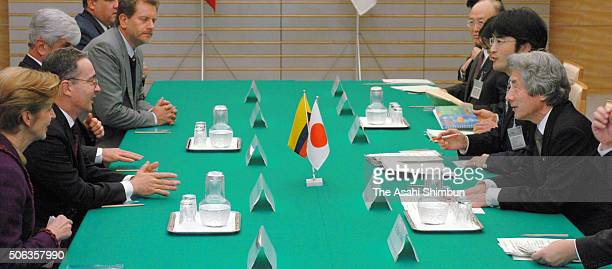 Colombian President Alvaro Uribe and Japanese Prime Minister Junichiro Koizumi talk during their meeting at Koizumi's official residence on April 11...
