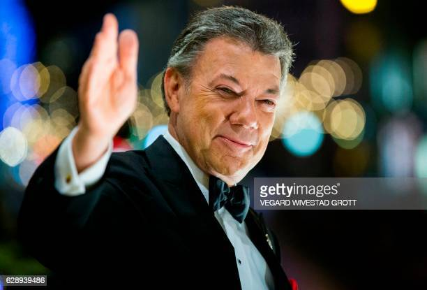 Colombian president and 2016 Nobel Prize for Peace laureate Juan Manuel Santos reacts to the torchlight parade from the balcony of the Grand Hotel in...