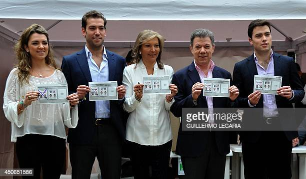 Colombian President and presidential candidate Juan Manuel Santos his wife Maria Clemencia Rodriguez and their sons Martin and Esteban and daughter...
