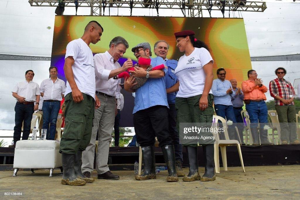 Colombian FARC hands over final batch of weapons : Fotografía de noticias