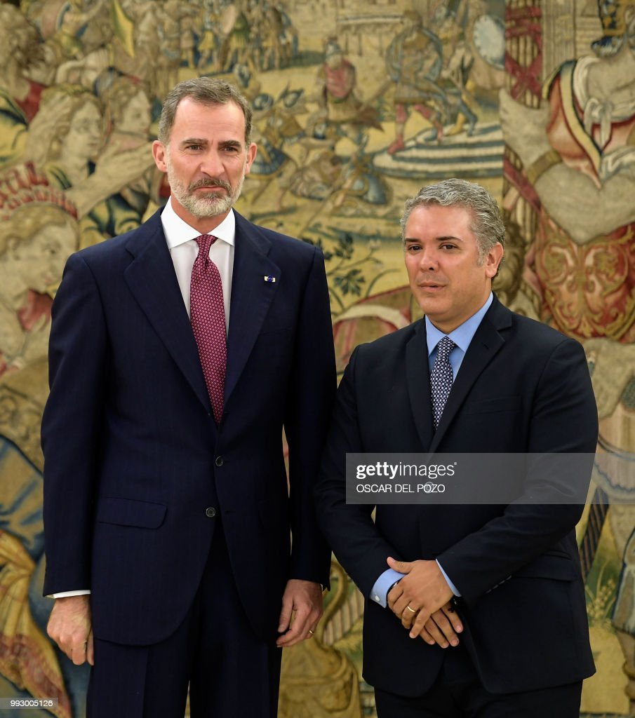 ¿Cuánto mide Iván Duque? - Altura - Real height Colombian-presidentelect-ivan-duque-poses-with-spanish-king-felipe-vi-picture-id993005126
