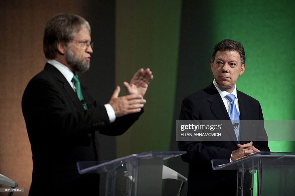 Colombian presidential candidate for the Green Party, Antanas Mockus (L), gestures as he speaks next to the presidential candidate for the ruling National Unity party, Juan Manuel Santos, during a debate in Bogota on June 15, 2010. According to surveys, Santos is expected to win the run-off election next June 20 with 65,1% of the votes, against Mockus who is expected to get a 28%. AFP PHOTO/Eitan Abramovich
