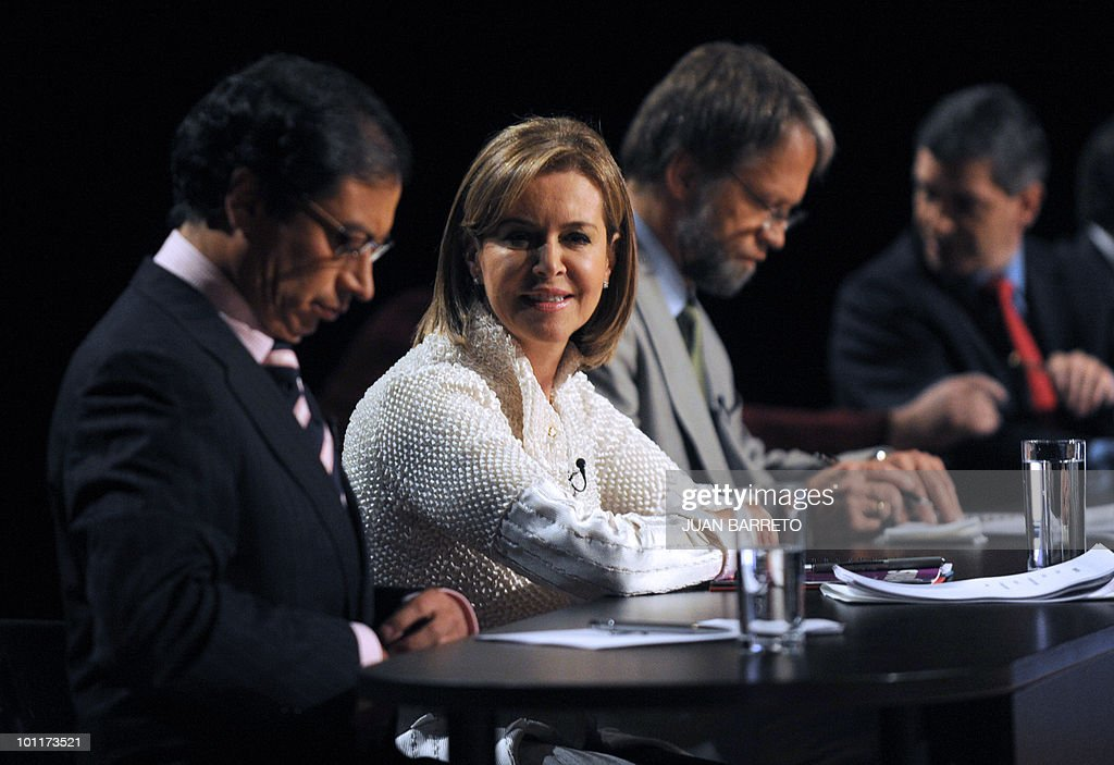 Colombian Presidential candidates, for the leftist Alternative Democratic Pole Party, Gustavo Petro, for the Conservative Party, Noemi Sanin, and for the Green Party, get prepaared for a TV debate in Bogota on May 27, 2010. Colombia will hold presidential elections next May 30, and according to polls, a run-off election between Mockus and the presidential candidate for the ruling National Unity party, Juan Manuel Santos, will take place on June 20. AFP PHOTO/Juan BARRETO