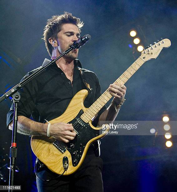Colombian rock musician Juanes performs live in concert at the Toyota Center on April 17, 2008 in Houston, Texas.