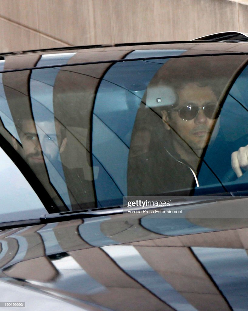 Colombian singer Shakira (C), football player Gerard Pique (L) and Tonino Mebarak (R) leave Teknon Hospital with their newborn son Milan Pique Mebarak, on January 27, 2013 in Barcelona, Spain.