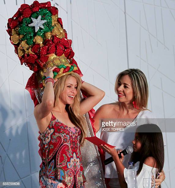 Colombian singer Shakira receives the Congo's hat of the Barranquilla's Carnival from her fans during a press conference in Barranquilla Atlantico...