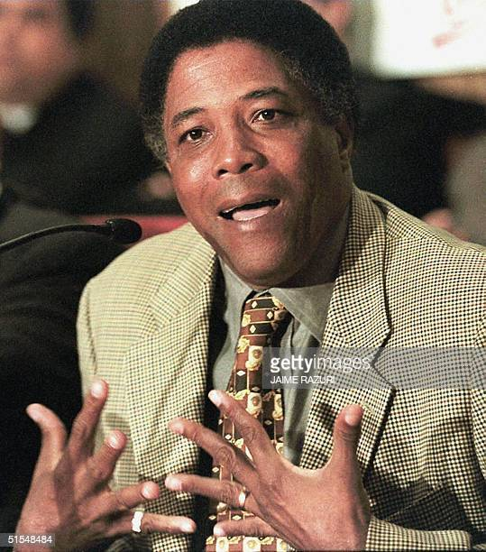 Colombian soccer coach Francisco 'Pacho' Maturana talks to the press 29 September 2000 in Lima AFP PHOTO/Jaime RAZURI