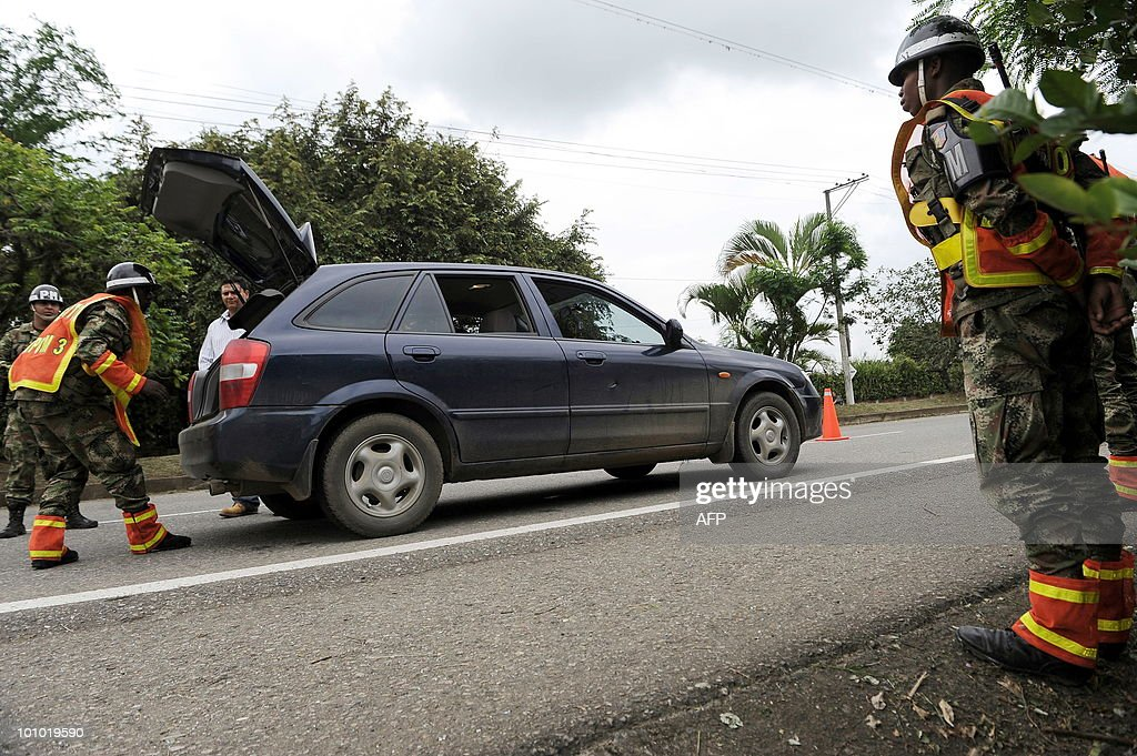 Colombian soldiers check a car at a checkpoint in Cali, Valle del Cauca departament, Colombia, on May 27, 2010. Colombia will hold presidential elections next May 30. AFP PHOTO/Luis ROBAYO