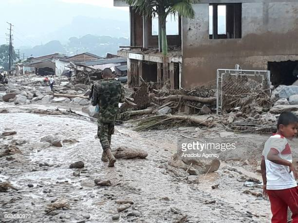 Colombian soldiers evacuate the victims of a deadly avalanche that happened following heavy rains in Macoa Putumayo Colombia on April 01 2017 At...