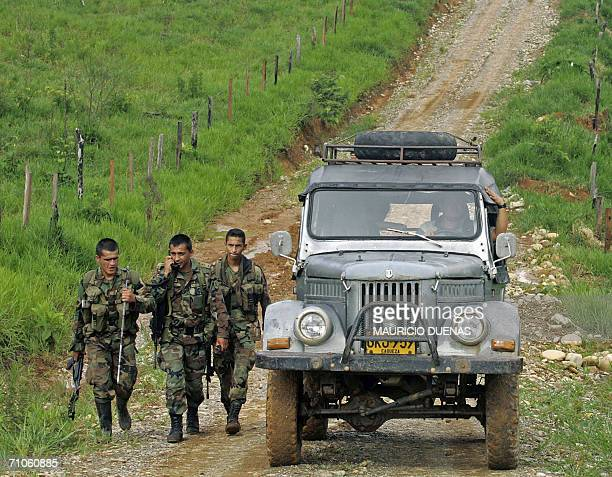 Colombian soldiers forbid an AFP journalist to reach 25 May, 2006 La Uribe village, in the department of Meta, Colombia, while conducting security...