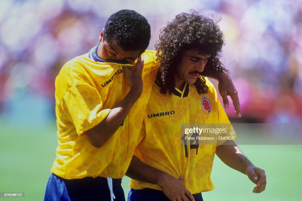 Soccer - FIFA World Cup USA 1994 - Group A - Switzerland v Colombia - Stanford Stadium, Stanford : News Photo