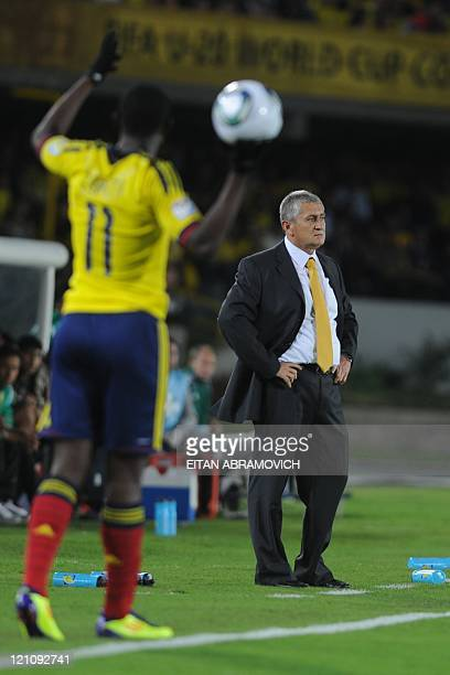 Colombia's coach Eduardo Lara gestures during the FIFA Under20 World Cup quarterfinal football match against Mexico at the Nemesio Camacho 'El...