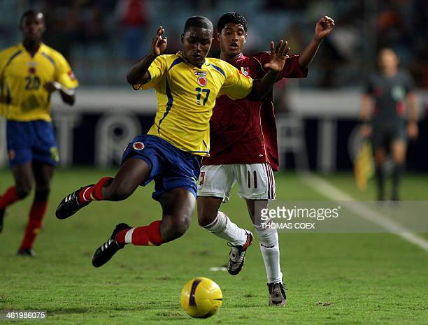 Colombia's defender Andres Mosquera vies for the ball with Venezuela's midfielder Carlos Fernandez during their U-20 South American Championship...