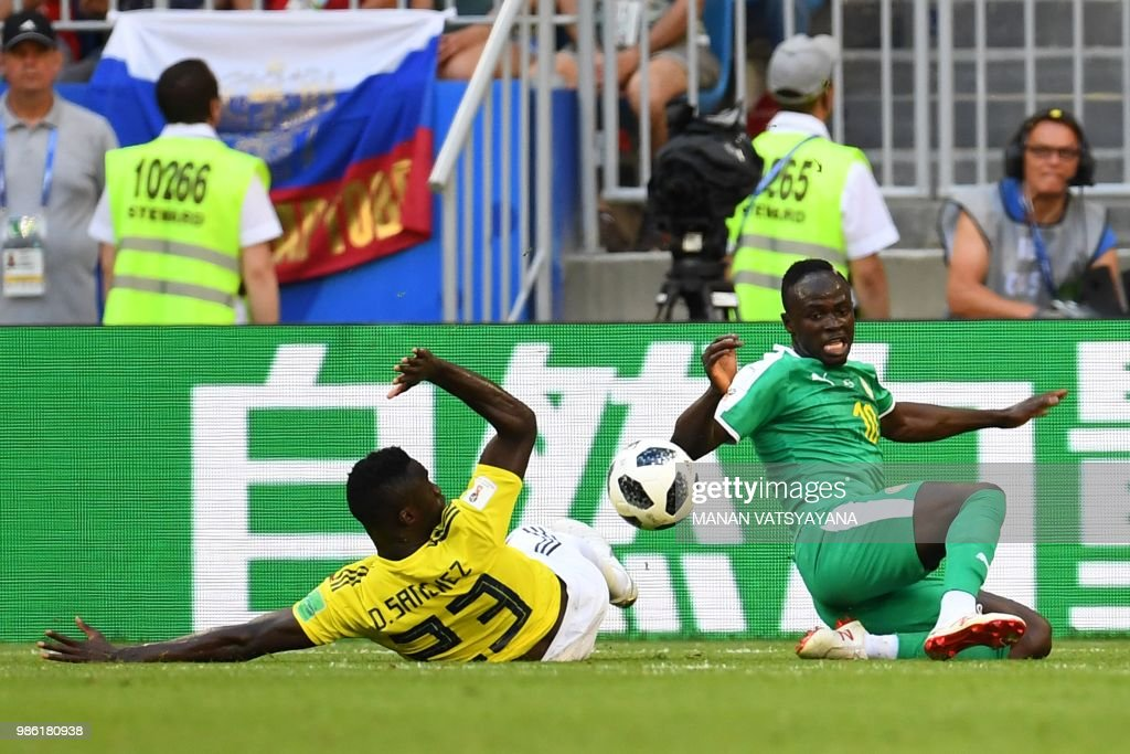 Colombia's defender Davinson Sanchez (L) vies for the ball with Senegal's forward Sadio Mane (L) during the Russia 2018 World Cup Group H football match between Senegal and Colombia at the Samara Arena in Samara on June 28, 2018. (Photo by Manan VATSYAYANA / AFP) / RESTRICTED