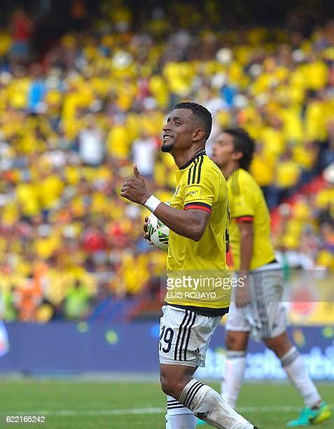 Colombia's defender Farid Diaz gives the thumb up during their WC 2018 qualification football match against Chile in Barranquilla Colombia on...