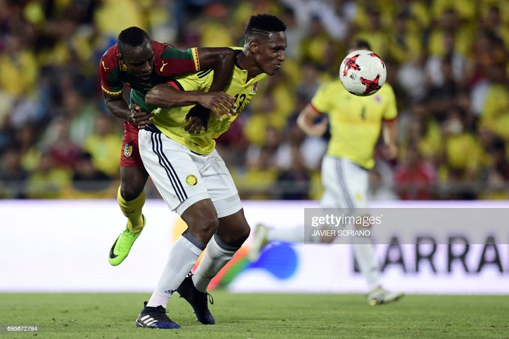 Colombia's defender Yerri Mina (R) vies with Cameroon's forward Moumi Ngamaleu during the friendly football match Cameroon vs Colombia at the Col. Alfonso Perez stadium in Getafe on June 13, 2017. /