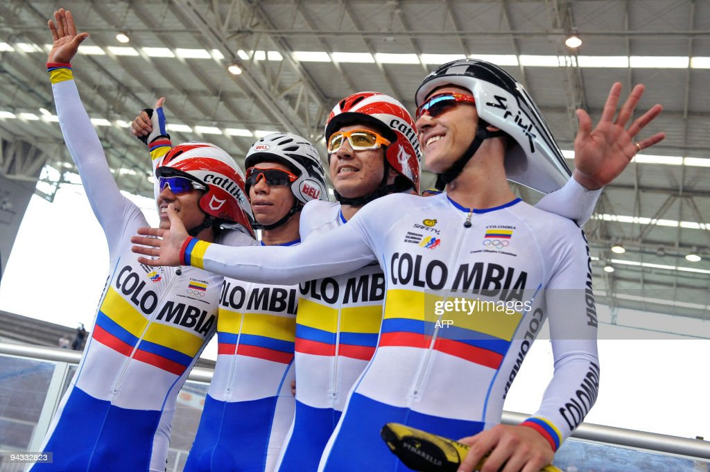 (From L to R) Colombia's Edwin Avila, Ar : News Photo