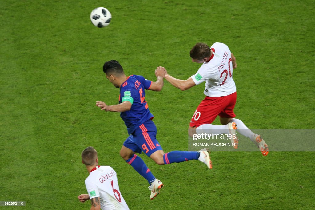 TOPSHOT - Colombia's forward Falcao (C) heads the ball with Poland's defender Lukasz Piszczek during the Russia 2018 World Cup Group H football match between Poland and Colombia at the Kazan Arena in Kazan on June 24, 2018. (Photo by Roman Kruchinin / AFP) / RESTRICTED