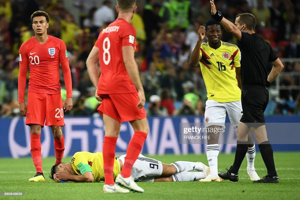 Colombia's forward Falcao (down C) reacts on the football pitch as Colombia's midfielder Jefferson Lerma (2nd R) gestures as he speaks to US referee Mark Geiger (R) during the Russia 2018 World Cup round of 16 football match between Colombia and England at the Spartak Stadium in Moscow on July 3, 2018. (Photo by FRANCK FIFE / AFP) / RESTRICTED