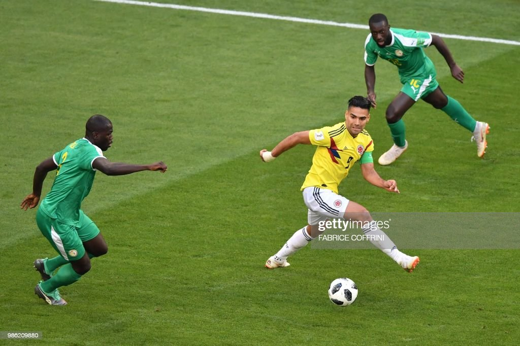 TOPSHOT - Colombia's forward Falcao (C) vies for the ball with Senegal's defender Kalidou Koulibaly (L) and Senegal's defender Youssouf Sabaly (R) during the Russia 2018 World Cup Group H football match between Senegal and Colombia at the Samara Arena in Samara on June 28, 2018. (Photo by Fabrice COFFRINI / AFP) / RESTRICTED