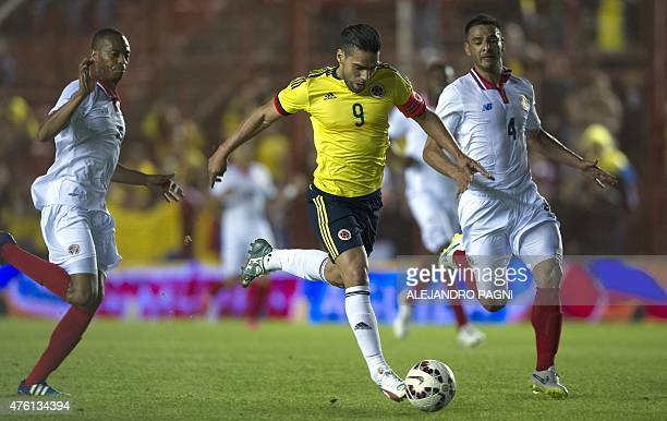 Colombia's forward Radamel Falcao Garcia controls the ball between Costa Rica's defenders Michael Umana and Junior Diaz during a friendly football...