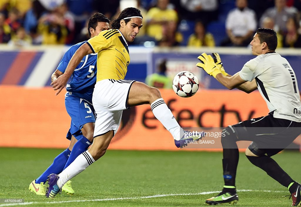 Colombia's forward Radamel Falcao (C) kicks the ball as El Salvador goalkeeper Henry Hernandez tries to stop during an international friendly match between Colombia and El Salvador at the Red Bull Arena in Harrison, New Jersey, on October 10, 2014. AFP PHOTO/Jewel Samad