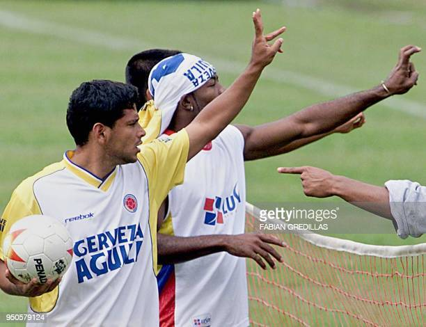 Colombia's Gerardo Bedoya and Jairo Castillo argue about the score during a practice session in Armenia Colombia 28 July 2001 Colombia is scheduled...