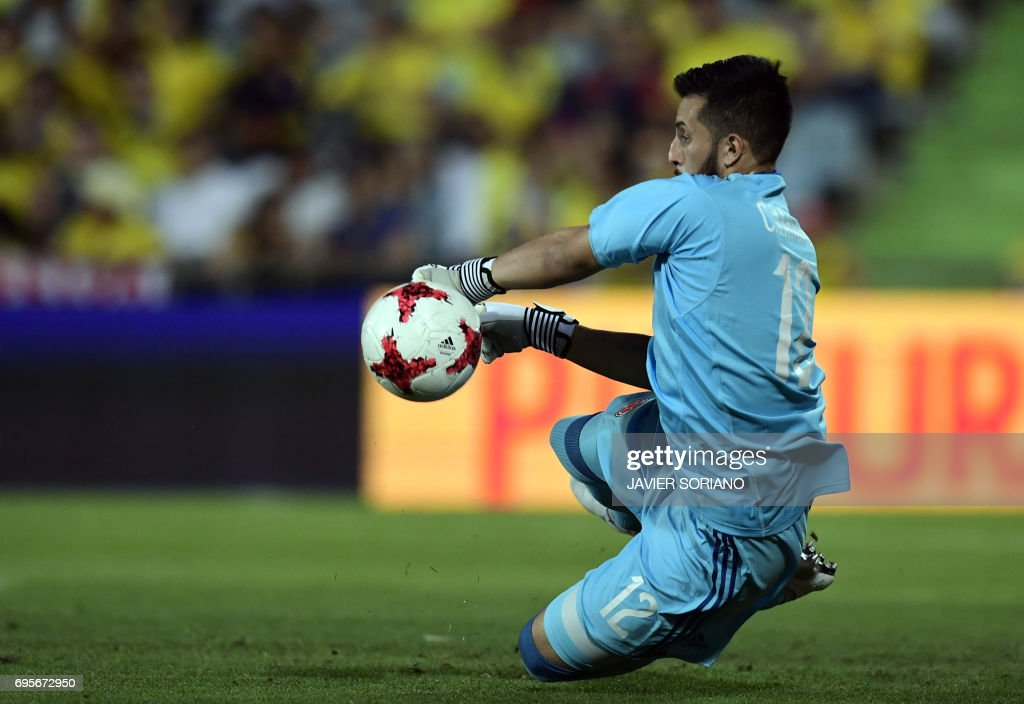 Colombia's goalkeeper Camilo Vargas stops a ball during the friendly football match Cameroon vs Colombia at the Col. Alfonso Perez stadium in Getafe on June 13, 2017. /