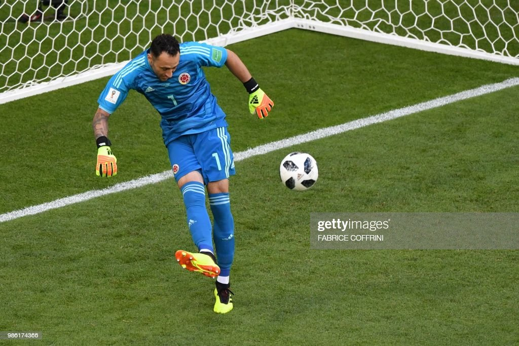 Colombia's goalkeeper David Ospina controls the ball during the Russia 2018 World Cup Group H football match between Senegal and Colombia at the Samara Arena in Samara on June 28, 2018. (Photo by Fabrice COFFRINI / AFP) / RESTRICTED