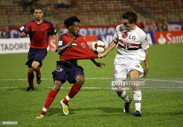 Colombia's Independiente Medellin Juan Cuadrado fights for the ball against Brazil's Gremio Dagoberto during their Santander Libertadores Cup soccer...