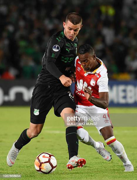 Colombia's Independiente Santa Fe Carlos Arboleda vies for the ball with Colombia's Nicolas Benedetti of Deportivo Cali during their Copa...