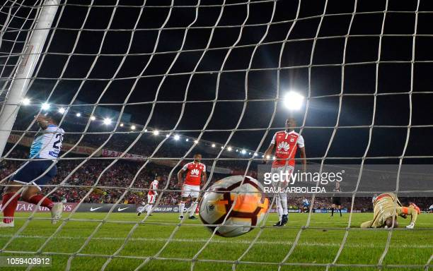 Colombia's Independiente Santa Fe goalkeeper Robinson Zapata tries the stop the ball during their Copa Sudamericana football match at the Nemesio...