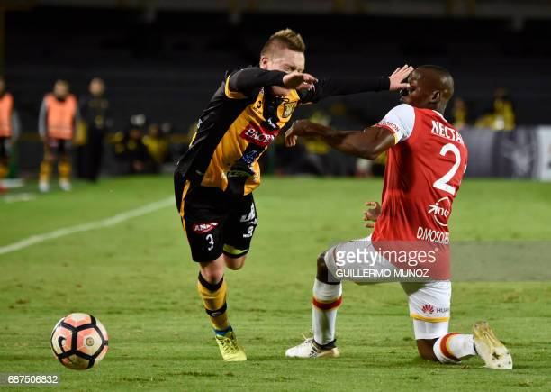 Colombia's Independiente Santa Fe player Dairon Mosquera vies for the ball with Bolivia's The Strongest player Alejandro Chumacero during their...