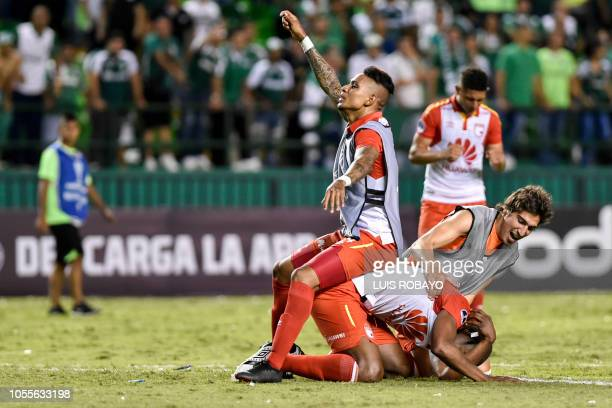 Colombia's Independiente Santa Fe players celebrate after winning a Copa Sudamericana quarterfinal football match against Colombia's Deportivo Cali...