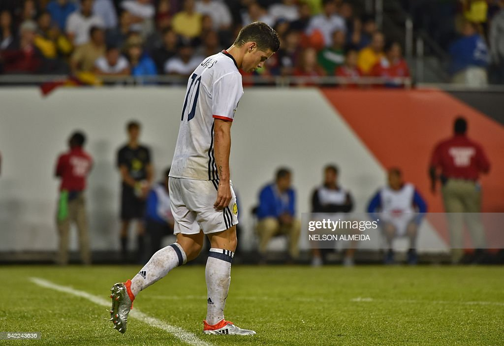 TOPSHOT - Colombia's James Rodriguez is seen during a Copa America Centenario semifinal football match against Chile in Chicago, Illinois, United States, on June 22, 2016. / AFP / Nelson ALMEIDA