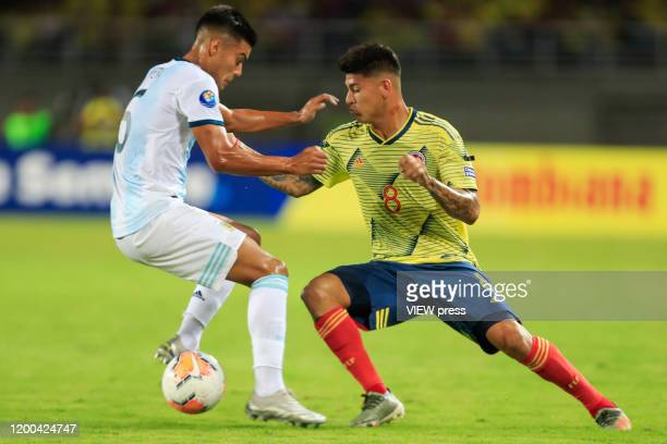 Colombia's Jorge Carrascal fights for the ball against Argentina's Nazareno Colombo during their CONMEBOL Preolimpico soccer game at the Hernan...