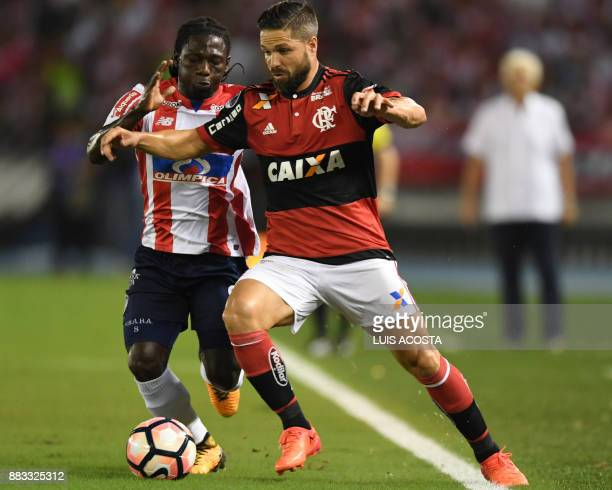 Colombia's Junior forward Yimmi Chara vies for the ball with Brazil's Flamengo midfielder Diego during their Copa Sudamericana semifinal second leg...