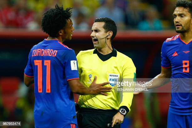Colombia's midfielder Abel Aguilar and Colombia's forward Juan Cuadrado argue with Mexican referee Cesar Ramos during the Russia 2018 World Cup Group...