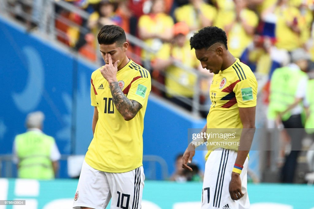 TOPSHOT - Colombia's midfielder James Rodriguez and Colombia's defender Johan Mojica (R) react at the end of the Russia 2018 World Cup Group H football match between Colombia and Japan at the Mordovia Arena in Saransk on June 19, 2018. (Photo by Filippo MONTEFORTE / AFP) / RESTRICTED