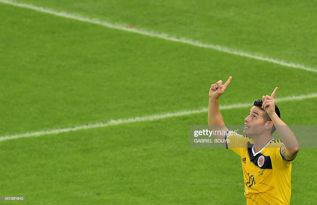 Colombia's midfielder James Rodriguez celebrates scoring during the Round of 16 football match between Colombia and Uruguay at the Maracana Stadium in Rio de Janeiro during the 2014 FIFA World Cup in Brazil on June 28, 2014. AFP PHOTO / GABRIEL BOUYS / AFP PHOTO / Gabriel BOUYS