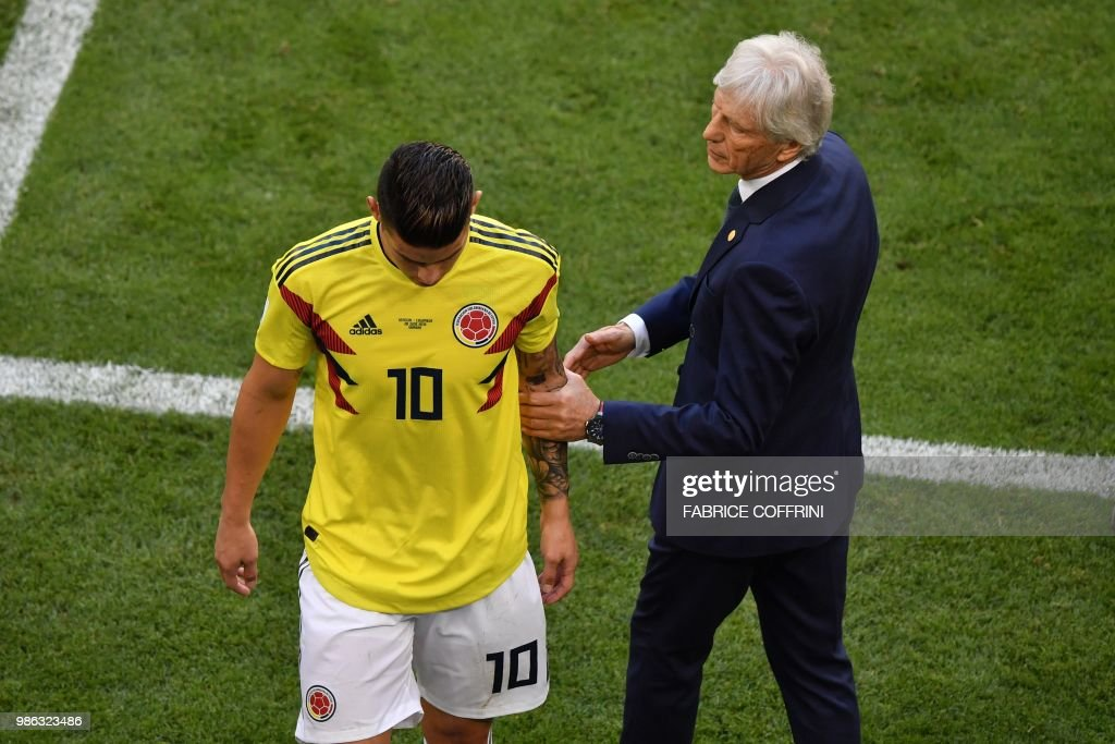 Colombia's midfielder James Rodriguez leaves the football pitch due to an injury as he is conforted by Colombia's coach Jose Pekerman (R) during the Russia 2018 World Cup Group H football match between Senegal and Colombia at the Samara Arena in Samara on June 28, 2018. (Photo by Fabrice COFFRINI / AFP) / RESTRICTED