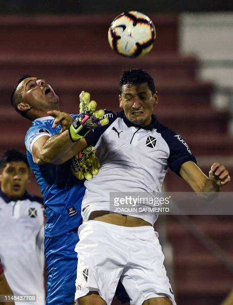 Colombia's Rionegro Aguilas goalkeeper Luis Delgado vies for the ball with Argentina's Independiente Guillermo Burdisso during a Copa Sudamericana...