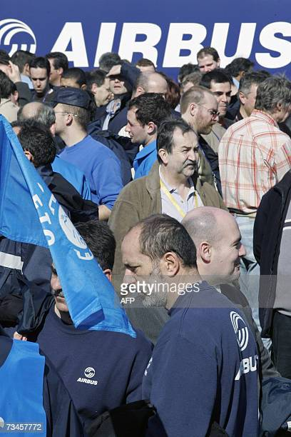 Around 300 Airbus workers demonstrate 28 February 2007 in front of the Colomiers factory near Toulouse after the European airliner maker Airbus...