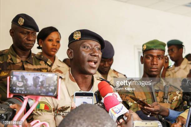 Colonel Ismail Wague from the Malian air force, and CNSP junta's spokesman speaks to the press following transitional talks on August 24, 2020 in...