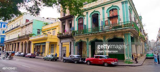 colonial buildings in havana. - habana vieja fotografías e imágenes de stock