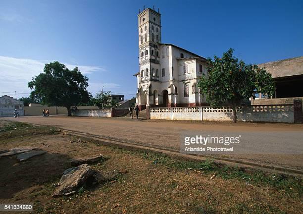 colonial church in aneho - togo fotografías e imágenes de stock