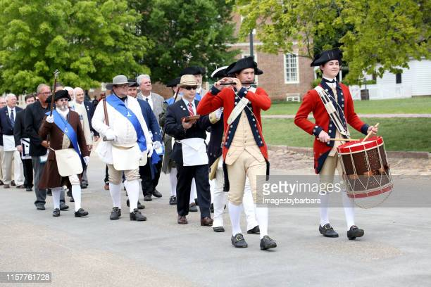 colonial williamsburg fife and drums - colonial williamsburg stock photos and pictures