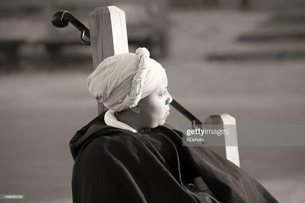Colonial woman in Williamsburg, Va : Stock Photo