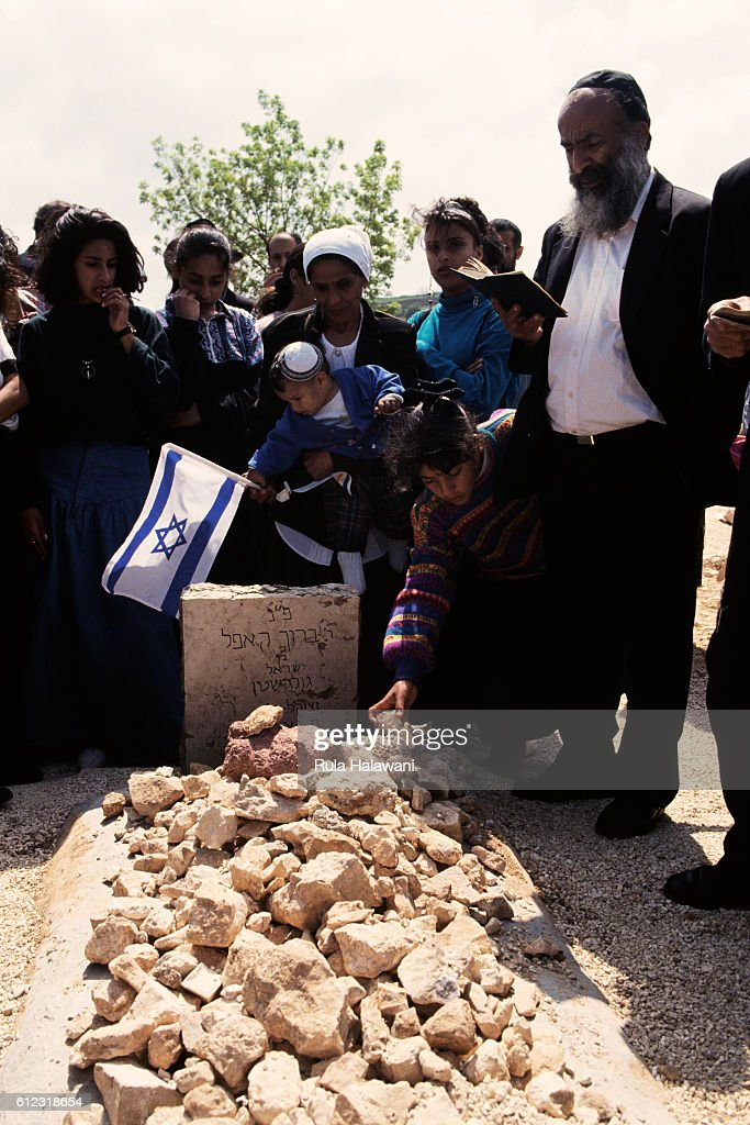 Prayers at Grave of Baruch Goldstein : News Photo